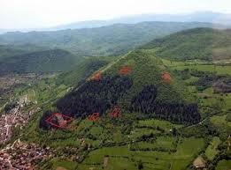 carbonio risalente a piramide bosniaca