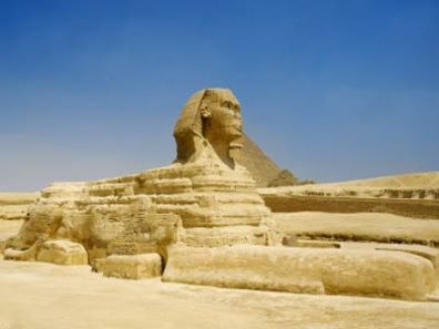 egyptians-build-sphinx-1